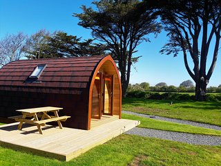 Wren, Luxury En-suite camping pod. One night stays available