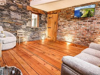 ATTENTION TO DETAIL 19th Century 3 bedroom cottage located in the Clare countrys