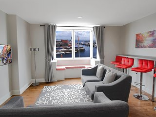 Harbour View Suites (A). Heart of Galway City Water View, Free Parking - Sleeps