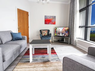 STYLISH and MODERN. Waterside 2 bedroom, 2 bathroom City Apartment with Parking