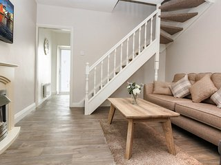 'Sweet 16' 2 bedroom, 1 bathroom townhouse. 180 metres to the Latin Quarter.Park