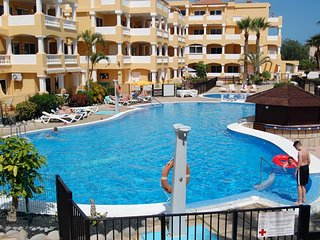 Duquesa Del Mar -Quality 2 bed with large sunny terrace & wifi