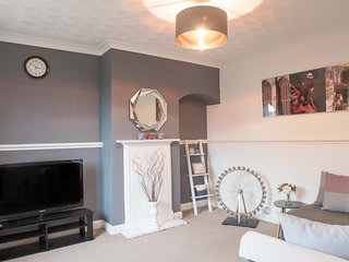 STUNNING 3 Bed Town House, Cambridge City Ctr, sleeps up to 9, Parking & Garden