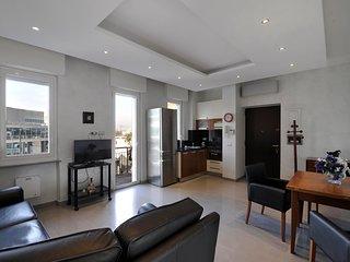 Elegant & bright one bedroom apartment with balcony (Garibaldi Isola)