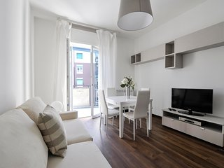 Bright two bedroom apartment  in a very quiet and green neighborhood in Milan