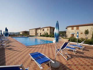 Lajatico Apartment Sleeps 6 with Pool - 5764948