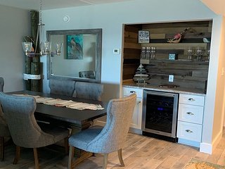Welcome to Paradise beautifully remodeled Beachfront condo (404)