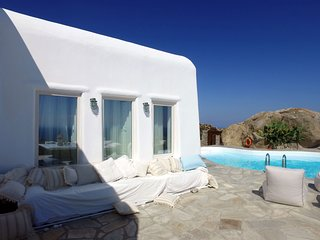 BlueVillas | Villa Orion | Private infinity pool & pool bar for secluded parties