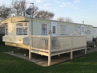 Skipsea Sands Holiday Park - Coles Caravan