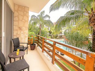 AMAZING two BR with a HUGE swimming pool & GYM!! BEST location! Sab204