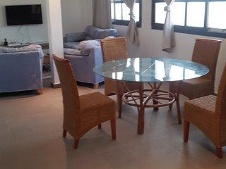 Grand appartement Penthouse, lumineux, vue sur mer ,pratique, sur 240m2