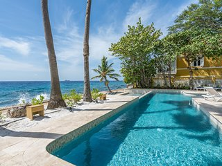 Sirena Bay Estate; Luxurious monumental oceanfront estate with private pool