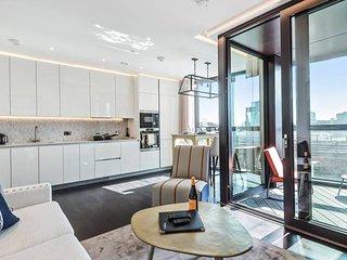Elegant Two Bedroom Apartment with Winter Garden