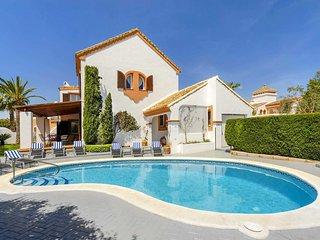 4 bedroom Villa with Pool, Air Con and WiFi - 5707449