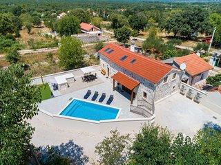 Villa Miandri with heated pool