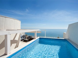 Beautiful Penthouse with Private Terrace and Pool