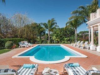 Escanxinhas Villa Sleeps 8 with Pool Air Con and WiFi - 5782511