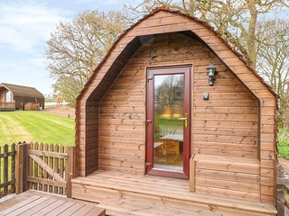 POD 1, dog-friendly, WiFi, near Holmes Chapel