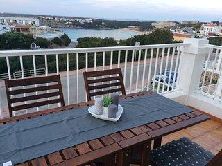 """Junto a la playa, fantasticas vistas y piscina en Arenal d""""en Castell,Menorca"""