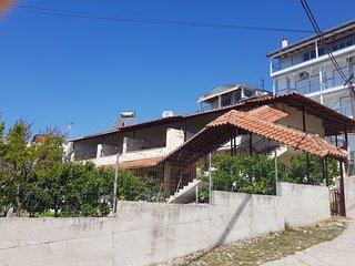 Eljudi House
