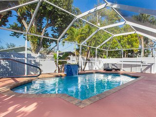Lovely Family 5+1 Pool Home just 1 mile to beach
