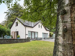 LAKESIDE COTTAGE, WiFi, Open-plan living, En-suite, Ecclerigg
