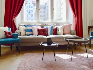 Exquisite Vintage Luxury, Cubist Style in Jewish Quarter with Private Sauna