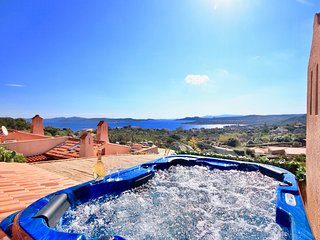 COTTAGE DOLCEVITA by KlabHouse-4BR w/ Panoramic Hot Tube- Pool and Terrace