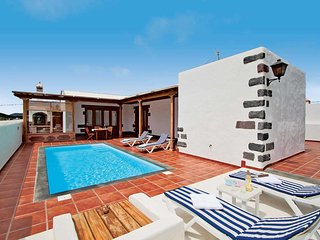 2 bedroom Villa with Pool and WiFi - 5707456