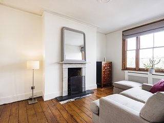 Panoramic Hammersmith Home near the River Thames
