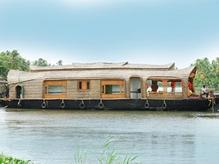 Well Maintained 2 Bedroom Houseboat in Alappuzha