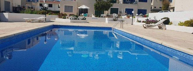 Genießen Sie die zypriotische Sonne beim Schwimmen