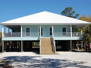 Family Tides is a gorgeous Orange Beach DUPLEX Rental with three bedrooms.