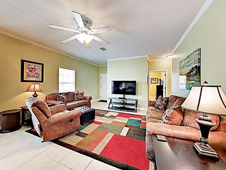 Ranch-Style Condo, Pool & Screened Patio - By TurnKey