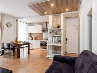1083. IN THE HEART OF PARIS NEXT TO RUE CLER MINUTES FROM  EIFFEL TOWER-CALM 1BR