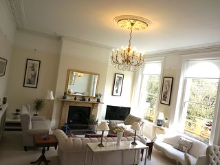 Luxury apartment in Montpellier area of Cheltenham, allocate parking at front