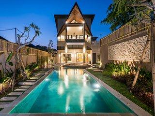 Villa COCO *BEACH 500m *LUXURY *HUGE POOL & GARDEN