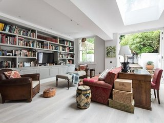 London Home 141, Beautiful 5 Star Holiday Home in a Prime Location in London