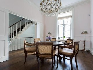 London Home 124, Beautiful 5 Star Holiday Home in a Prime Location in London