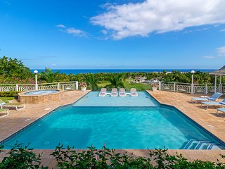 INFINITY POOL! BEACH MEMBERSHIP! CHEF! BUTLER!Fairway Manor - Montego Bay 4BR