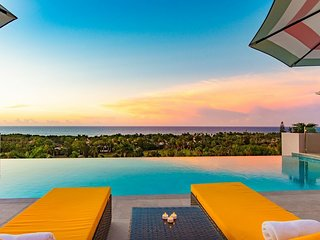 AMAZING GOLF AND SEAVIEWS! BRAND NEW! Infinity pool! Staff! Springfarm-5br