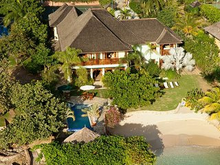 ABSOLUTE BEACHFRONT! BUTLER! POOL! KAYAKS! CHEF! TENNIS COURTWhispering Waters 5