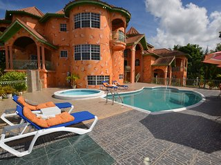 LARGE MANSION! FAMILY REUNIONS! WEDDINGS! Dream Castle Villa, Montego Bay 8BR
