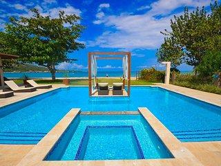 Bali Beach Villa -  Beachfront - Modern - Fully Staffed - Private Pool - Perfect