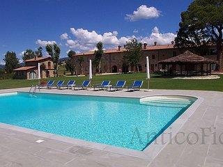Porrena Alta Apartment Sleeps 6 with Pool - 5762920