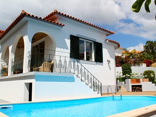 Lovely A/C family villa, walking distance to the sea and amenities - Villa