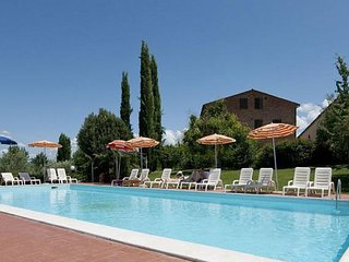 4 bedroom Apartment with Pool - 5763442