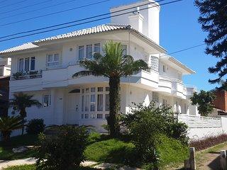 Casa ampla com Piscina no Centro de Jurere Internacional, Florianopolis
