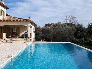 Magnifique appartement independant dans villa avec piscine