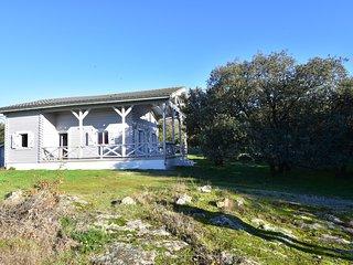 Grand chalet en bois avec jardin et terrasse au pied de la Montagne Noire